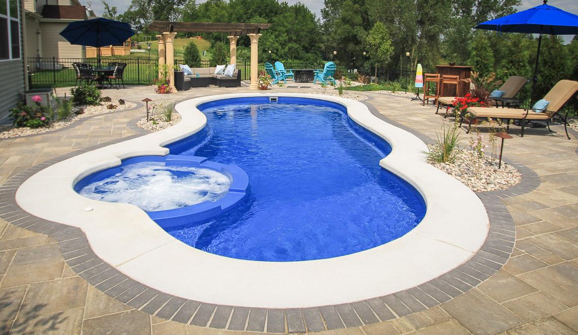 Leisure Pools 30-foot Allure Swimming Pool